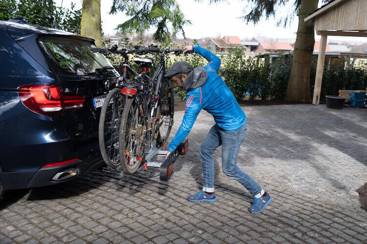 Fahrradträger wird abgeklappt